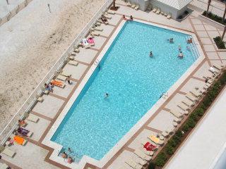 Pelican Pointe outdoor pool
