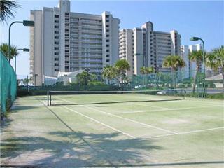 Pelican Pointe's tennis court